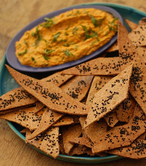 Flat-Bread-Crisps-With-Hummus